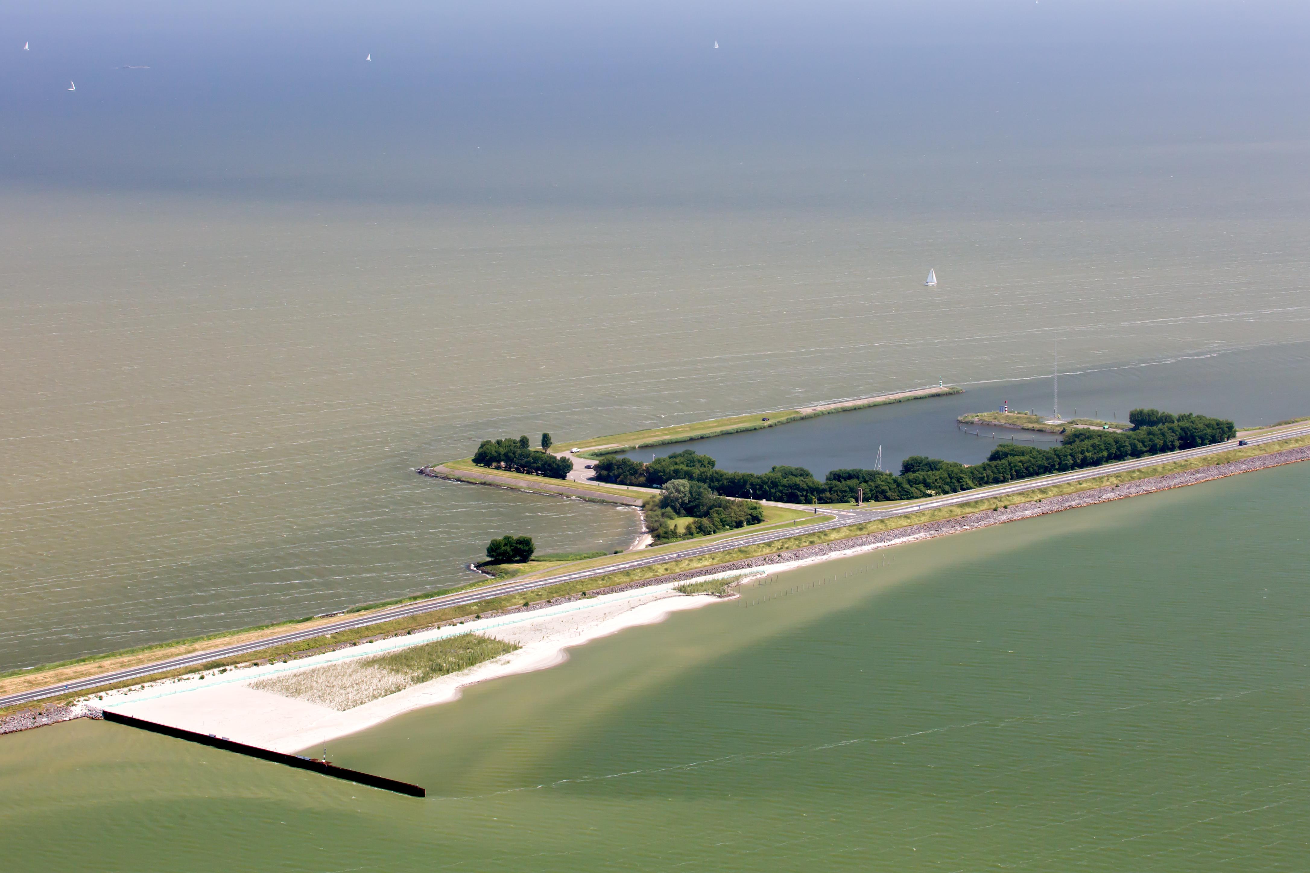 Hybrid Flood Defence Houtribdijk