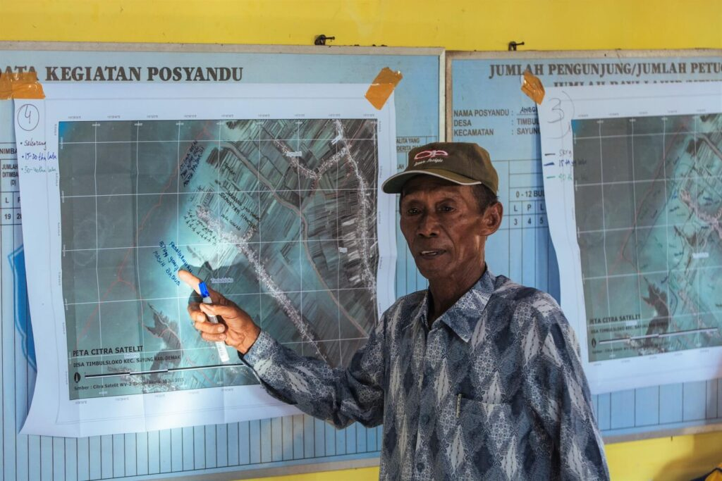 Community members participated in the development plan ofthe village coastal area.